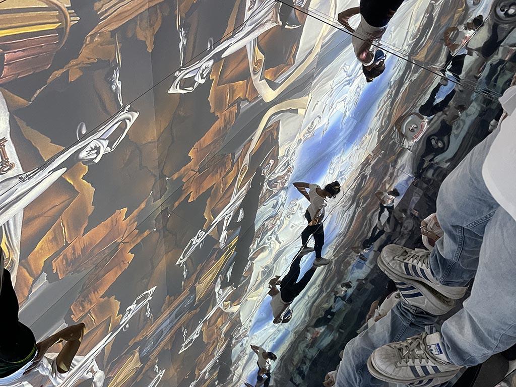 Inside Dalí, La Mirror Room